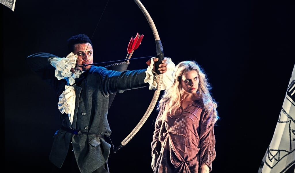Folketeatret kan ikke spille med mundbind og heller ikke holde den nødvendige afstand i »Robin Hood«.  (Gudmund Thai)