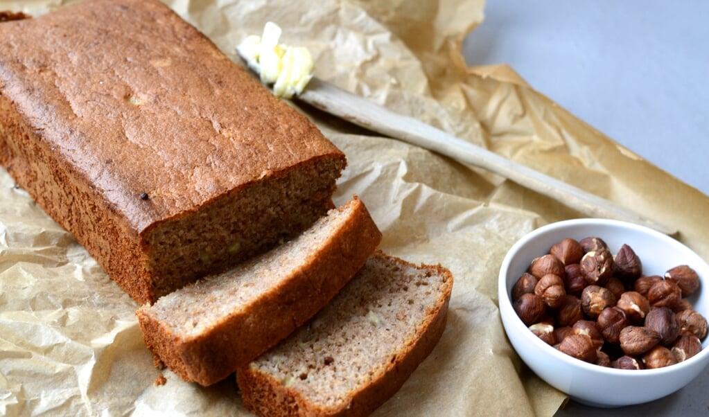 Bananbrød er et helt fantastisk, sødt, blødt og kageagtigt brød. Skær tykke skiver og kom smør på. Velbekomme.  ( Camilla Pi Kirkegaard)