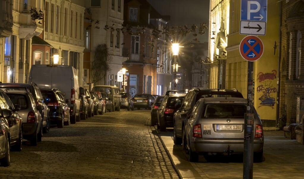 Parkende Autos werden immer mehr zum Problem in der Norderstraße.   ( Martin Ziemer.)