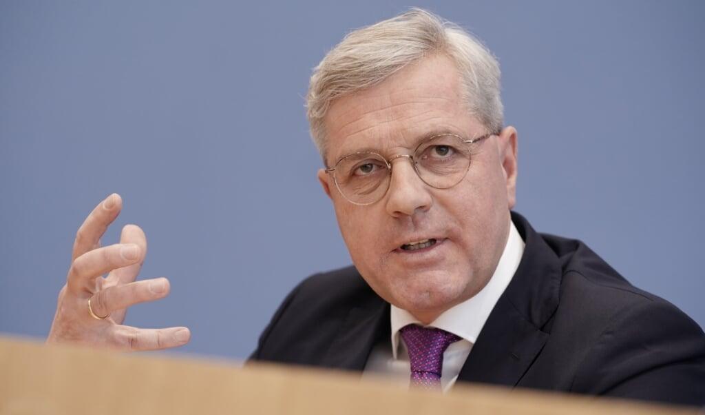 <p>Norbert R&ouml;ttgen er frisk p&aring; en tv-duel med sine to rivaler til posten som formand for CDU.  Michael Kappeler/dpa.</p>  (dpa)
