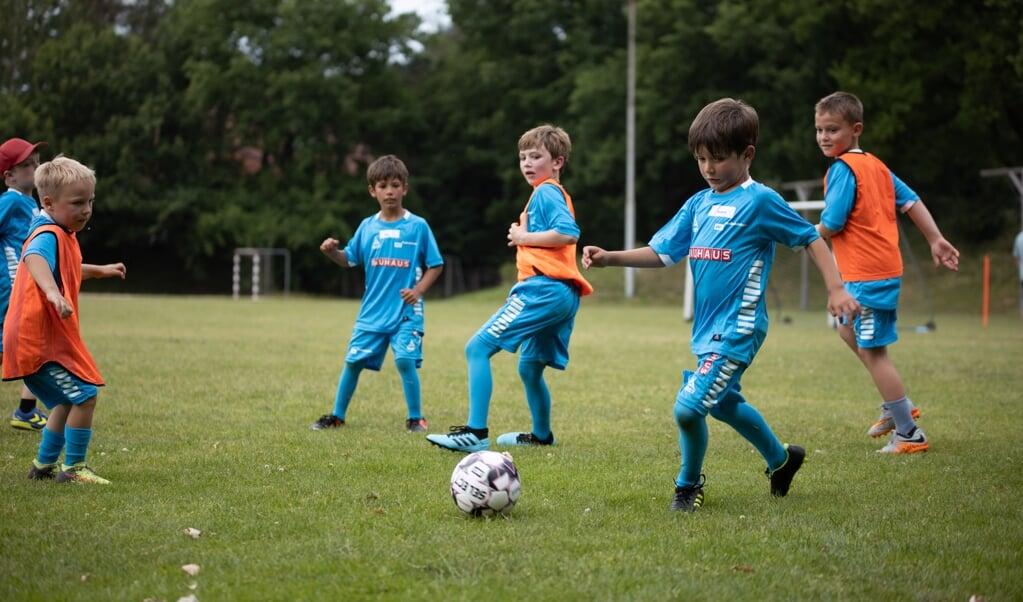 Især i Flensborg er der stadig lang vej for de yngste, inden de må spille bold igen.  ( SdU)