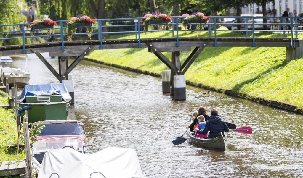 Vandstanden i Frederikstad var perfekt til en kanotur for et par uger siden, men sådan ser det ikke nødvendigvis ud efter den seneste varme tid, mener leder af Paddelfreunde, Christian Ide. Ved lav vandstand kan kanofarer forstyrre fisk og skade planter. Det er dermed vigtigt at tjekke om, der er nok vand i floden, før man bevæger sig afsted ud på de sydslesvigske floder.    (Kira Kutscher)