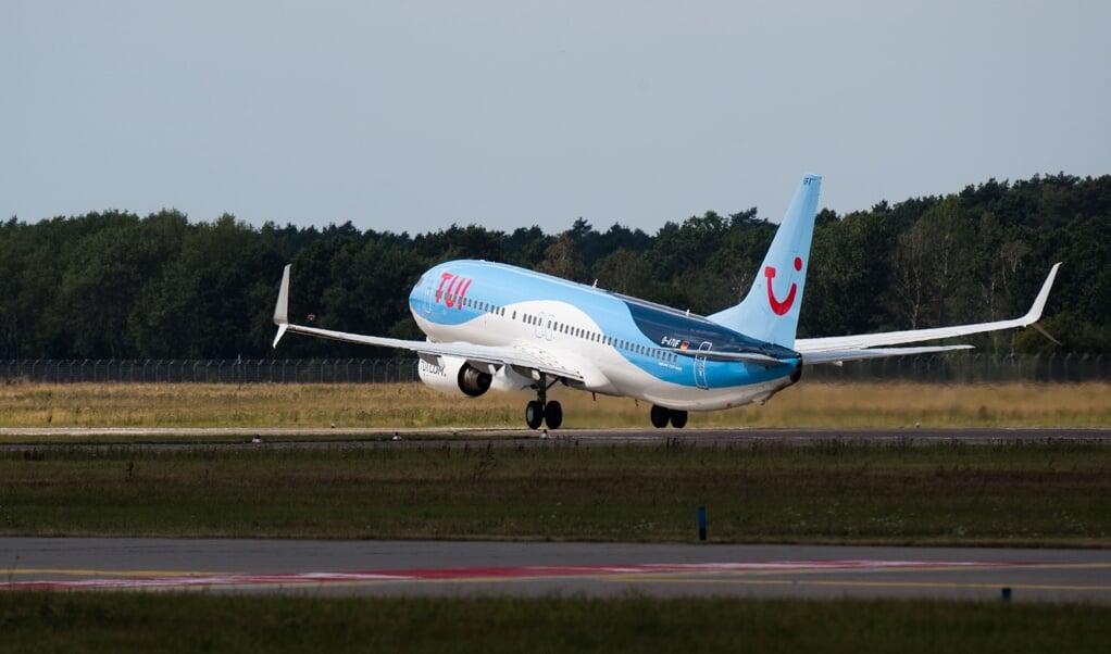 <p>Tui er atter p&aring; vingerne, men koncernens flyselskab er ramt af kraftige besparelser.</p>  ( Julian Stratenschulte/dpa.)