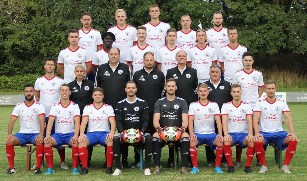 <p>Mit dieser Mannschaft geht die Husumer SV in die neue Oberliga-Saison.  Cyriac Albertsen</p>  (Cyriac Albertsen)