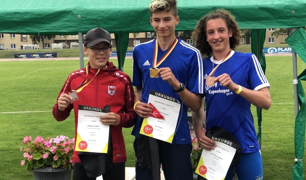 Loke Elias Sommer (r.) hat für die LG Flensburg bei der Deutschen Meisterschaft im Mehrkampf der U16 die Bronzemedaille gewonnen.  LG Flensburg  (LG Flensburg)