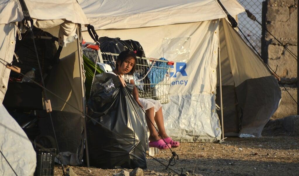 Auf der griechischen Insel Lesbos sind knapp drei Viertel der 12.000 Migranten aus dem abgebrannten Camp Moria in ein provisorisches Zeltlager gezogen.   (Panagiotis Balaskas, dpa)