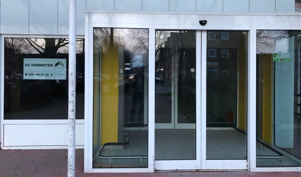 Ledige butiksarealer skæmmer og hindrer byudviklingen i hele delstaten. Et SSW-forslag om at byerne må købe og udleje butikkerne er nu taget op af Kiels borgmester og den tyske byforening.  SSW/Kiel  (SSW Kiel)