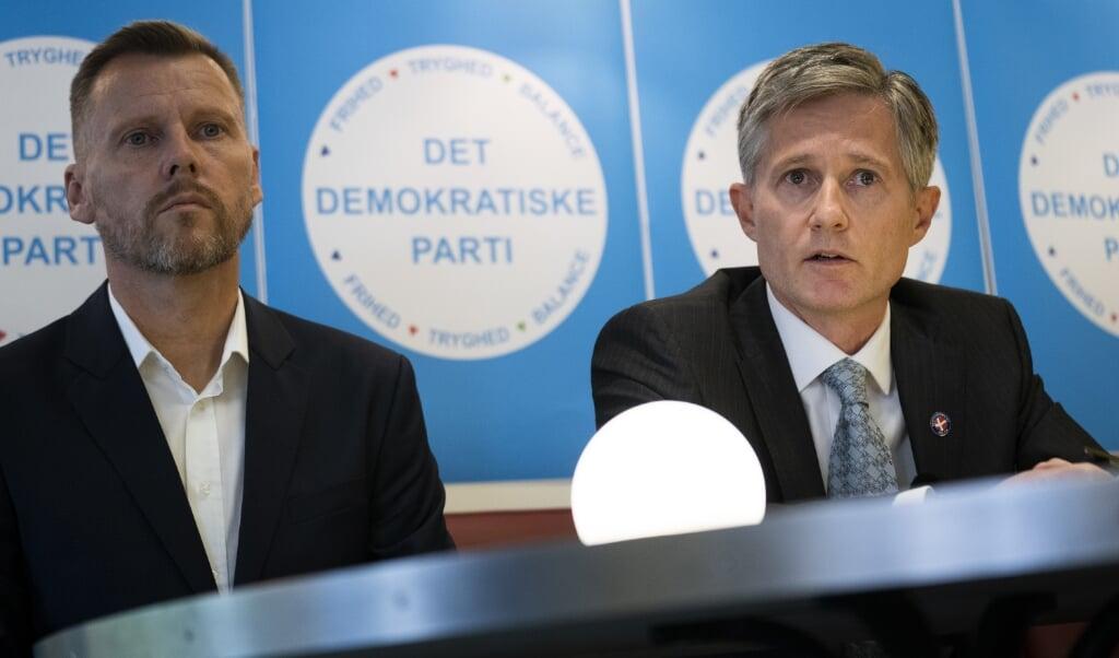<p>Formand for Det Demokratiske Parti Peter Hjorth (til h&oslash;jre) pr&aelig;senterer sit nye parti, som blandt g&aring;r ind for at skabe s&aring;kaldte innovationsbyer, som skal udvikle nye teknologier.</p>  ( Martin Sylvest/Ritzau Scanpix )
