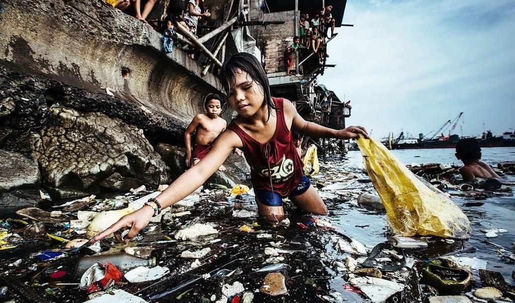 <p>Den tyske fotograf Hartmut Schwarzbach skildrer Manilas ludfattige b&oslash;rn i en fotoserie, som han vandt Unicef-fotokonkurrencen med.</p>  (Hartmut Schwarzbach)