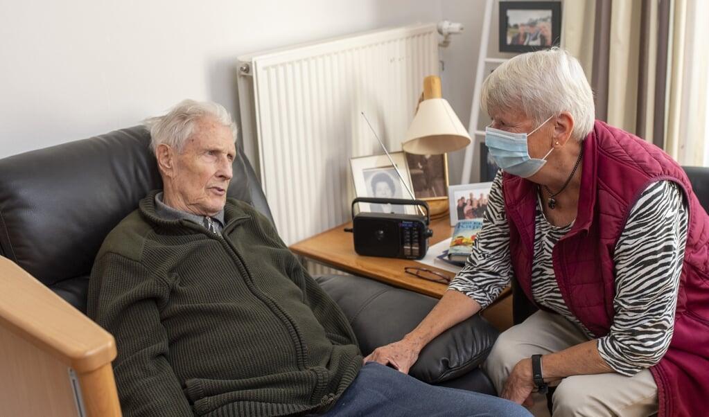 <p>Maren og hendes mand Ernst Helmut &raquo;Helle&laquo; Burghardt bor p&aring; henholdsvis plejehjemmet og i &aelig;ldreboligerne lige i n&aelig;rheden af hinanden.&nbsp;</p>  ( Tim Riediger)
