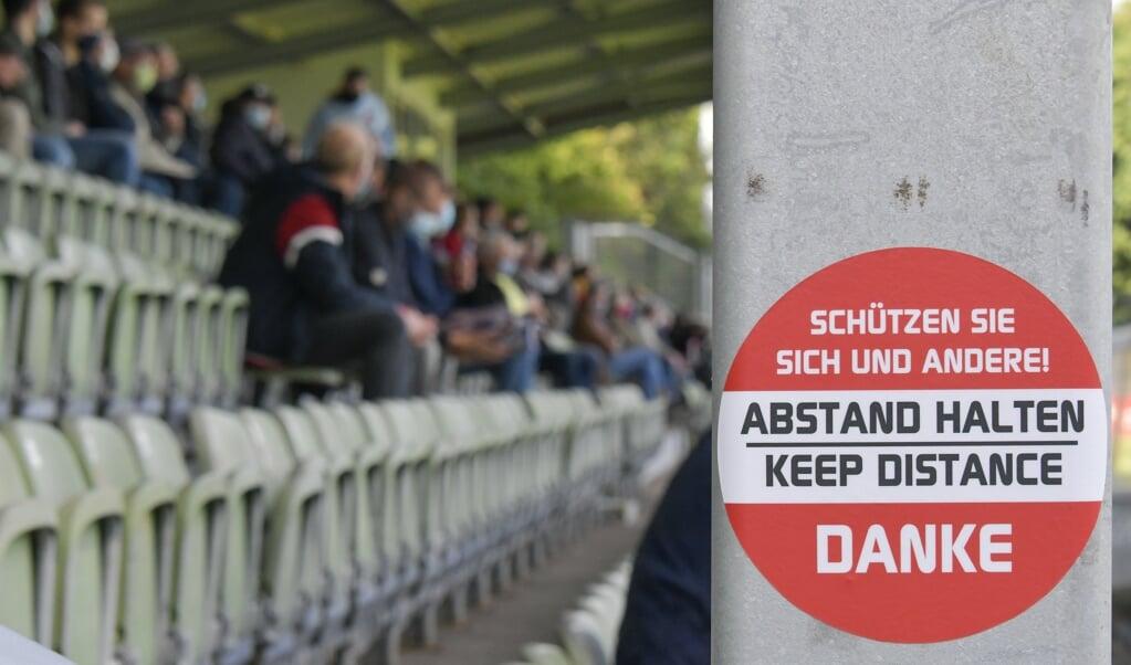 Auch im DFB-Pokal gilt im Manfred-Werner-Stadion Abstand halten für die 1200 zugelassenen Zuschauer.  ( Tim Riediger)