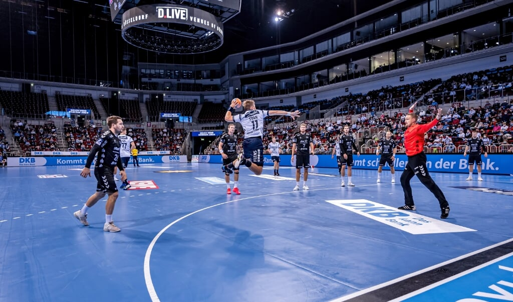 Sportlich lag die Freude bei Dario Quenstedt, Spieler des Spiels, der mit dem THW den Supercup gewann. Die SG um Lasse Svan sah zumindest positive Ansätze und erfreute sich wenigestens an der Fan-Rückkehr beim Handball.  (Sascha Klahn)