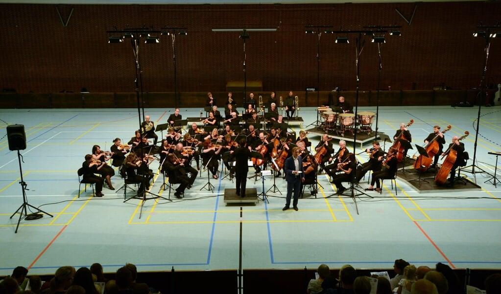 Sønderjyllands Symfoniorkester er her fotograferet under en tidligere koncert i Idrætshallen i Flensborg.  ( Hans Christian Davidsen)