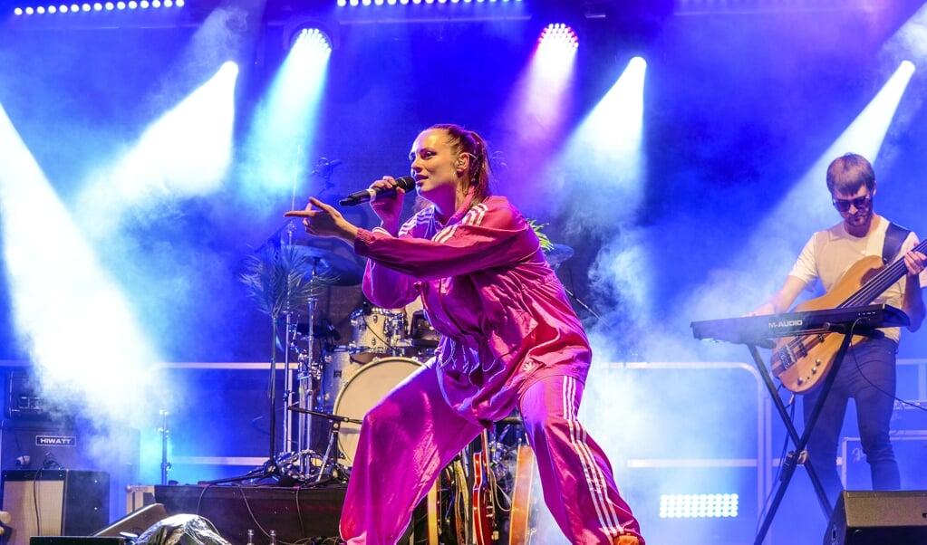 <p>Danske Elba optr&aring;dte for f&oslash;rste gang i Tyskland, da hun i weekenden gav koncert bag Flensborghus.</p>  ( Hans Christian Davidsen)
