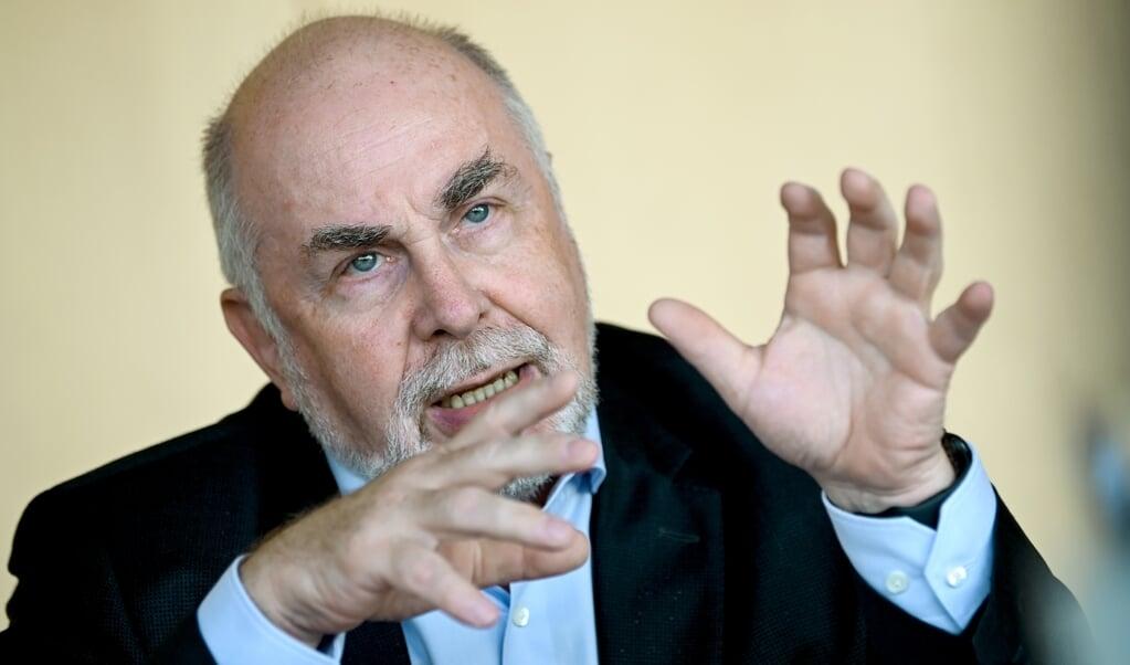 <p>Ulrich Silberbach er formand for tjenestem&aelig;ndenes organisation. Han kalder arbejdsgivernes tilbud en forn&aelig;rmelse.</p>  ( Britta Pedersen/dpa-Zentralbild/dpa.)