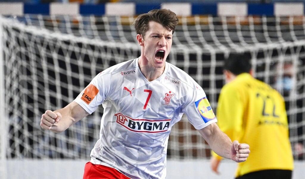 Emil Jakobsen fik et drømmedebut til sin første slutrundekamp mod Japan.  ( Ritzau Scanpix/REUTERS/Anne-Christine Poujoulat)