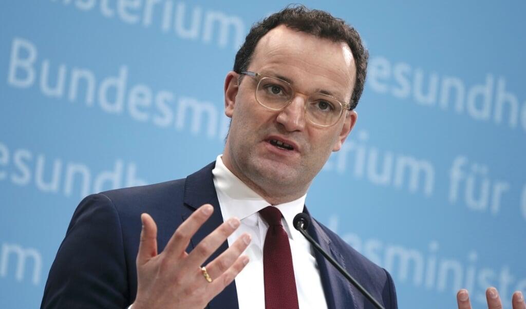 Sundhedsminister Jens Spahn (CDU) meddelte søndag, at Tyskland har købt 200.000 lægemidler, der skal kunne nedkæmpe virussen. Præparatet kommer fra USA.   ( Michael Kappeler, dpa)