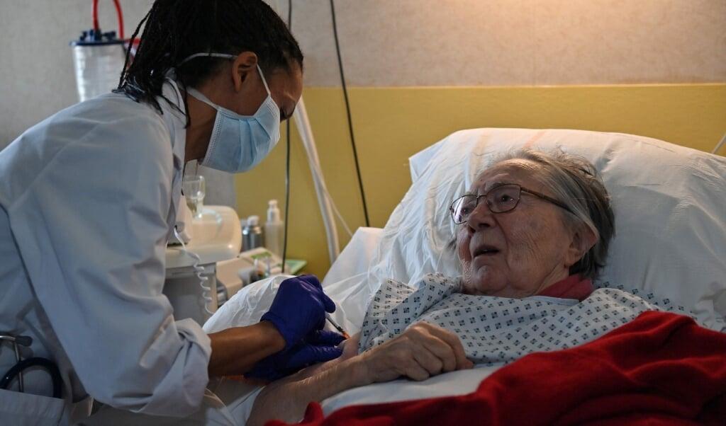 Beboerne på plejehjem er en meget udsat gruppe i forhold til pandemien - og står derfor i første række til at få vaccinen.    (dpa)