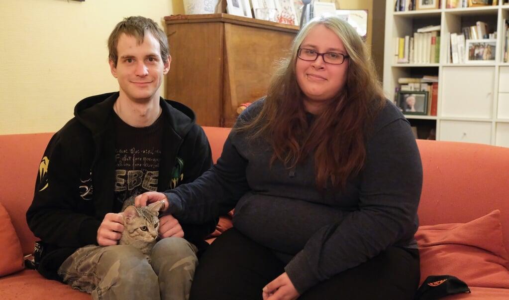 Her, hjemme hos familien Loelf, føler Mandy, Chris og hankatten Happy sig bedre. De håber nu på at finde noget godt at bo i. Sebastian Iwersen  (Sebastian Iwersen)