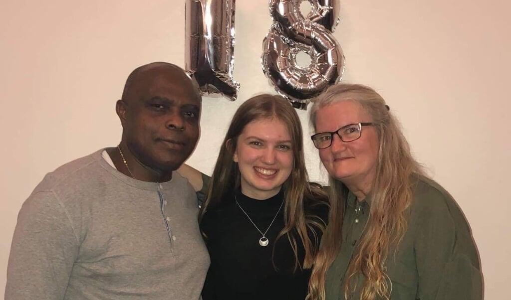 54-årige Kirsten Lise bor sammen med sin ægtefælle Gabriel Ekperuoh og 18-årige datter, Camilla Hansen tæt på Flensborg. Da corona brød ud i familien blev ikke alle smittet.  ( Privat)