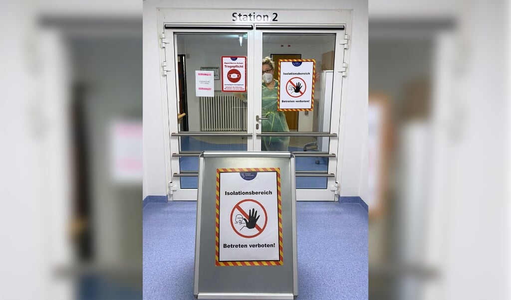 Alle smittede patienter er blevet flyttet til en isolationsafsnit på sygehusets afdeling i Husum.   ( Klinikum Nordfriesland)