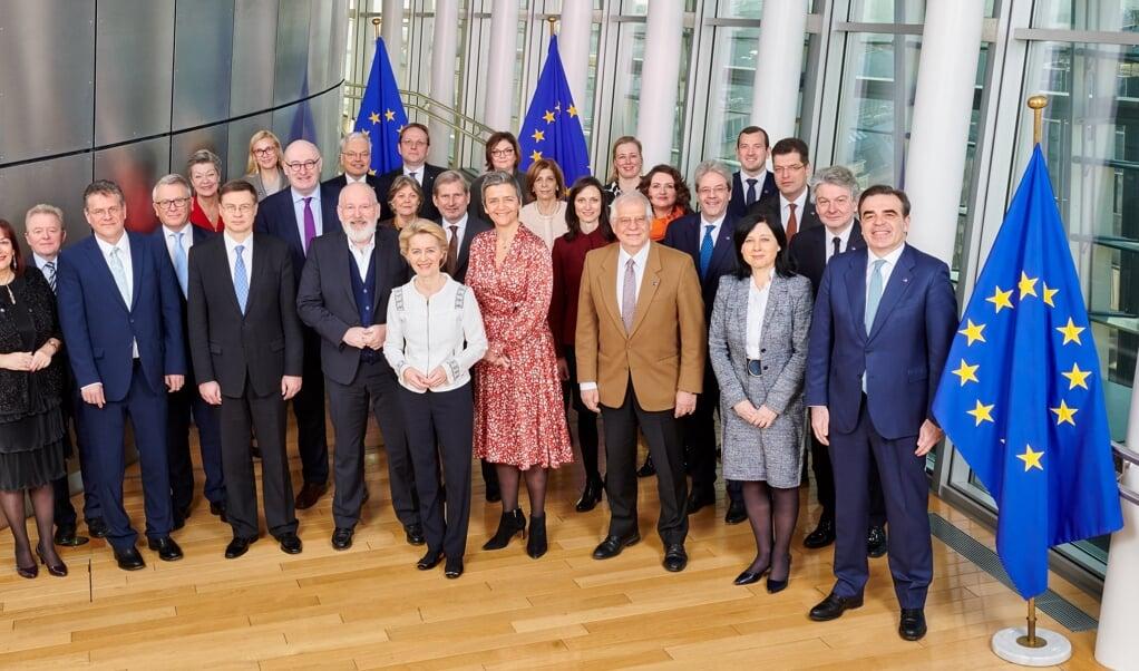 Det var EU-Kommissionen, der nåede frem til ikke at ville gøre noget for mindretallene. Kommissærerne er udpeget af de forskellige medlemslade og ikke valgte.  EU  (FlA)