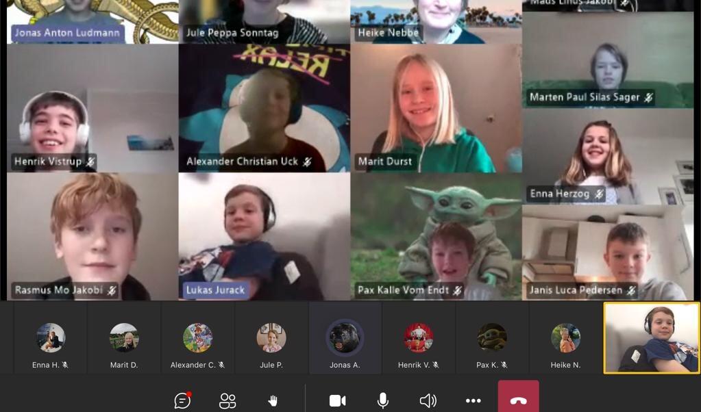 Femteklasse fra Lyksborg Danske Skole talte om deres avis via Teams.  ( Grit)