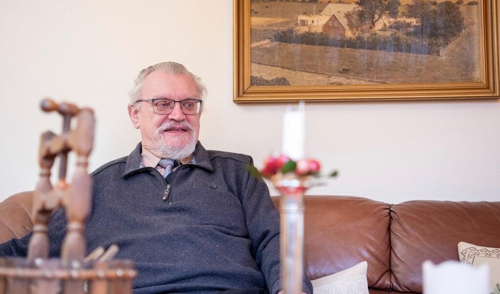 Iver H. Ottosen har altid boet i Sønderjylland - enten helt i nord eller helt i syd. Over sofaen i hjemmet i Padborg hænger et billede af hans barndomshjem, en landbrugsejendom ved Skodborg lige syd for Kongeåen.  ( Kira Kutscher)