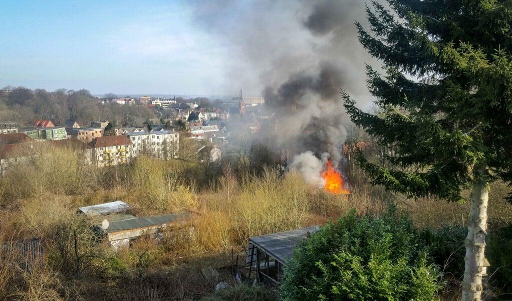 Torsdag formiddag var der brand i et haveskur i en havekoloni ved Nørre Alle.  ( Heiko Thomsen/Förde.news)