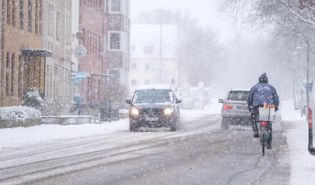 Også i Flensborg drillede sneen trafikanterne.    (Sebastian Iwersen)