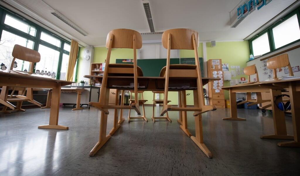 I Flensborg står klasselokalerne stadig tomme fra mandag, når de yngste elever vender tilbage til skolen på mandag.   (Sebastian Gollnow/dpa)