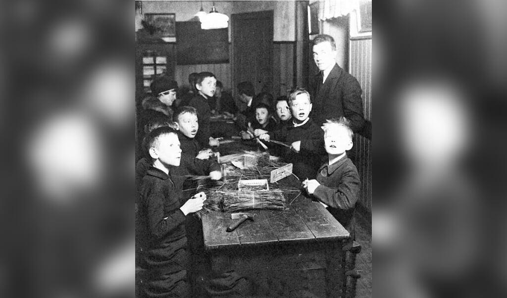 Husfliden samlede især karlene og drengene i Sydslesvig som på dette udaterede billede. Det danske foreningsarbejde spillede i det hele taget en afgørende rolle for danskhedens overlevelse i Mellemslesvig.   (Niels Kjems)