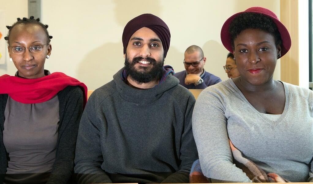 Ndanu Mwatu (t.v.), Kemaldeep Singh og Charlin Bodley er fra tre forskellige kontinenter og studerede i Flensborg i 2016. Som en del af EEM-Sesam-studiet fik de blandt andet redskaber til at imødegå klimaforandringerne i deres hjemlande. Arkivfoto:   (Sebastian Iwersen)