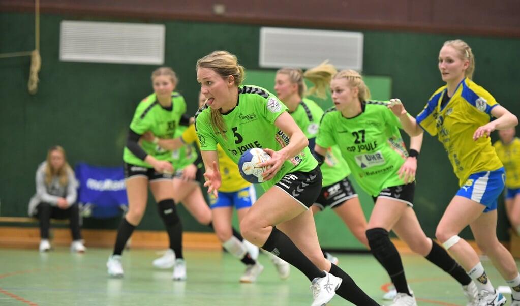 Catharina Volquardsen (mit Ball) und die Nordfrauen nutzte die Ballgewinne, um kräftig aufs Tempo zu drücken.  ( Tim Riediger)