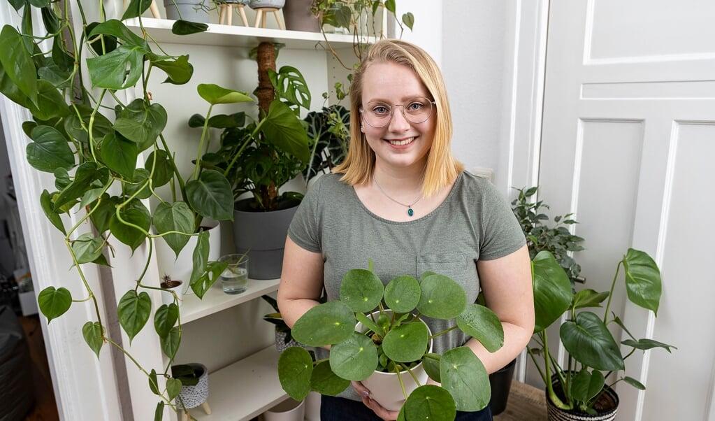 Sarah Bergholz er begyndt at dyrke potteplanter under corona. Hun er oppe på 35 lige nu.   ( Lars Salomonsen)