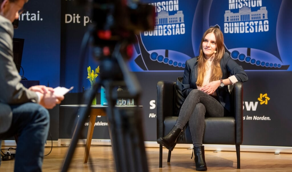 Maylis Roßberg, Stefan Seidler og Sibylla Nitsch i podiumsdiskussion med Jørgen Møllekær. Emnet er spørgsmålet om, hvem af dem der skal være SSWs spidskandidat for Bundestag.  Kira Kutscher / nordpool  (Kira Kutscher)