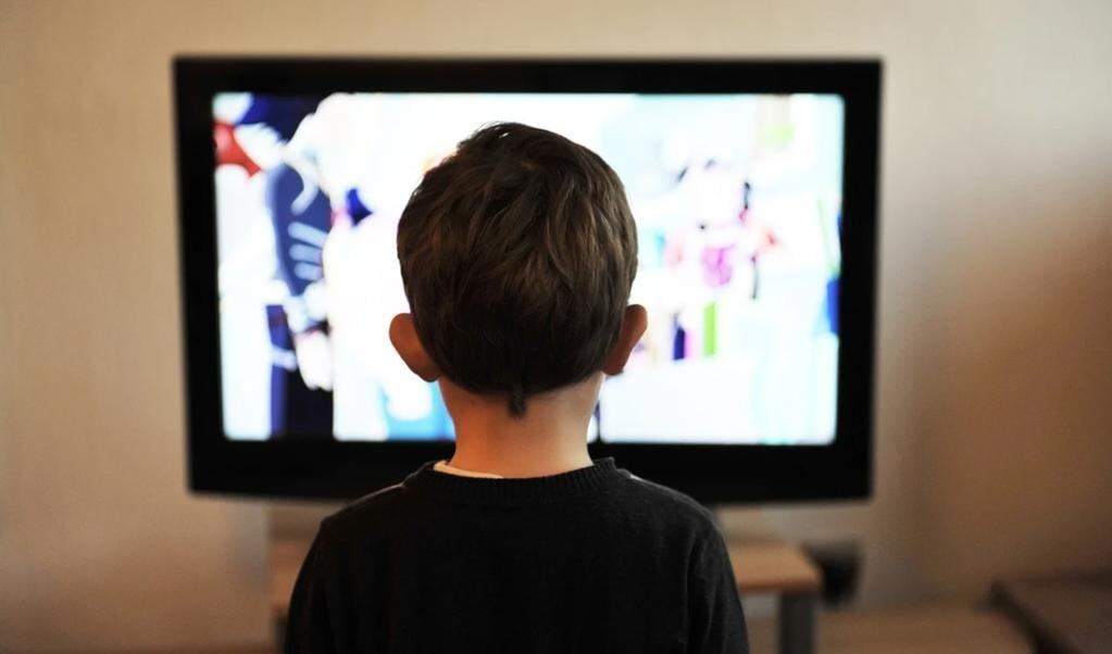 Små søskende vil det samme som de store. Hvordan håndterer vi det, når det handle rom at se film.  ( Pixabay)