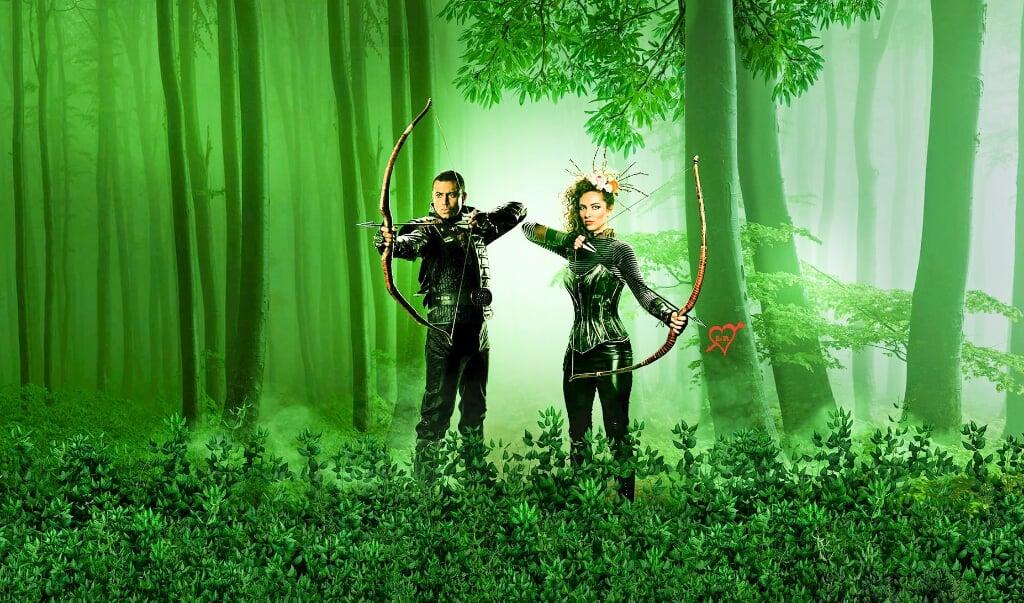 Christopher Læssø og Emilie Rasmussen spiller henholdsvis Robin Hood og Lady Marion i Folketeatrets opsætning.  (Folketeatret)