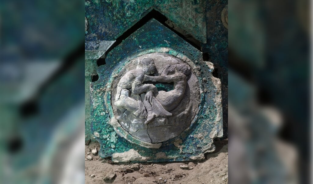 Detailaufnahme einer der Dekorationen des Wagens  ( Parco archeologico di Pompei/dpa)