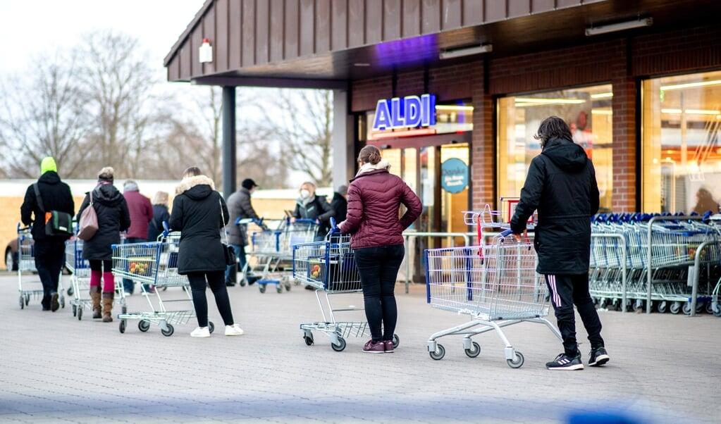 Forbrugerne har i stor stil taget discountkonceptet til sig. I dag sidder discountkæder som Lidl og Aldi på næsten 45 procent af det tyske dagligvaremarked.    (dpa)