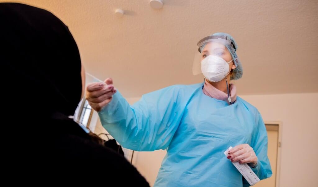 Langt de fleste bliver fortsat smittet i hjemmet. Genrefoto:   (Christoph Soeder/dpa)