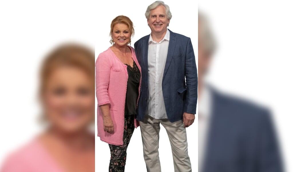 Jeanne Boel og Klaus Kristensen smiler igen - revyen er reddet.   (PR)