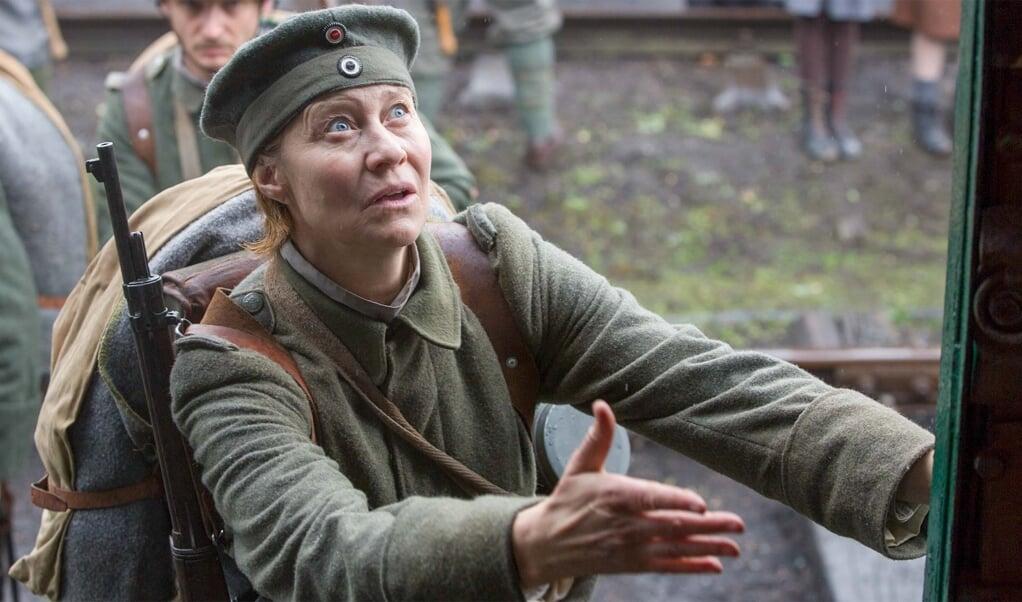 Trine Dyrholm har hovedrollen i filmen om den sønderjyske Erna, der drager med sin søn i krig.   (Jo Voets)