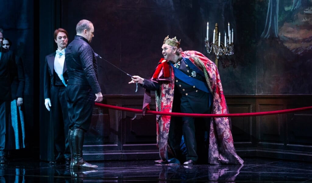Gert Henning-Jensen, Johan Reuter og Peter Lodahl (fra venstre) på scenen i Operaen.   ( Miklos Szabo)