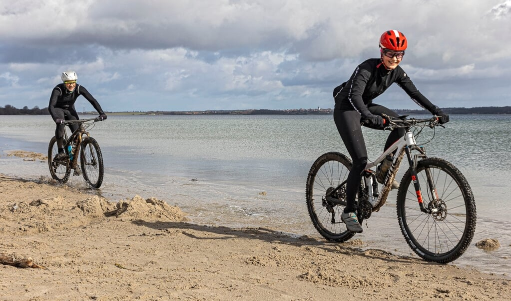 Die Blumroths beim Training am Strand von Holnis.  ( Lars Salomonsen)