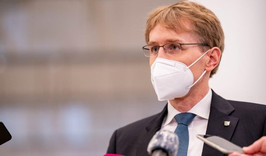 Ministerpræsident Daniel Günther præsenterede onsdag eftermiddag en række lempelser.   ( Axel Heimken/dpa)