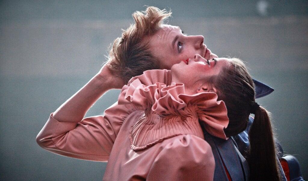 Thomas C. Rønne og Andrea Spicher har hovedrollerne som Romeo og Julie, der oplever kærlighed på tværs af dansk og tysk.   (Søren Hasselgaard Skaaning)