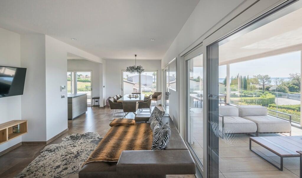 Große Fenster in Richtung Süden reduzieren den Heizbedarf in Wohnhäusern.   ( BDF/Rubner Haus/Alberto Francheschi)