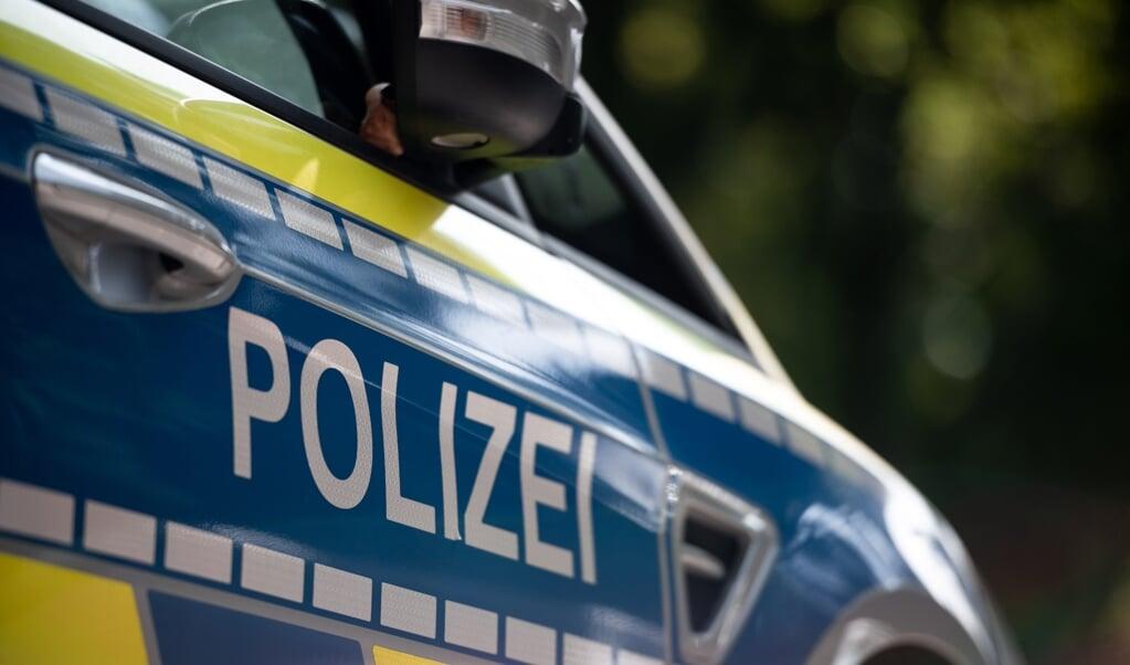 Politiet fortæller, at den lille dreng endte med at køre ind i et vejskilt, men ikke kom til skade.  (Modelfoto: Fabian Strauch/dpa)