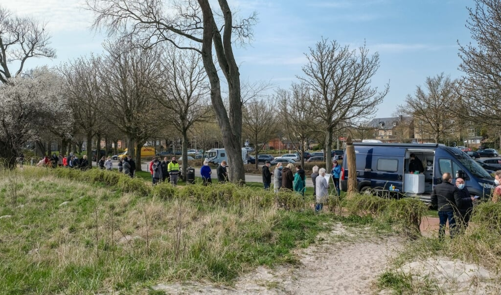 Køerne foran teststationerne er til tider flere meter lange. Turisterne skal testes på andendagen efter indrejse, og mange ansatte på for eksempel restauranter og barer skal testes hver anden dag.  ( Sven Geißler)